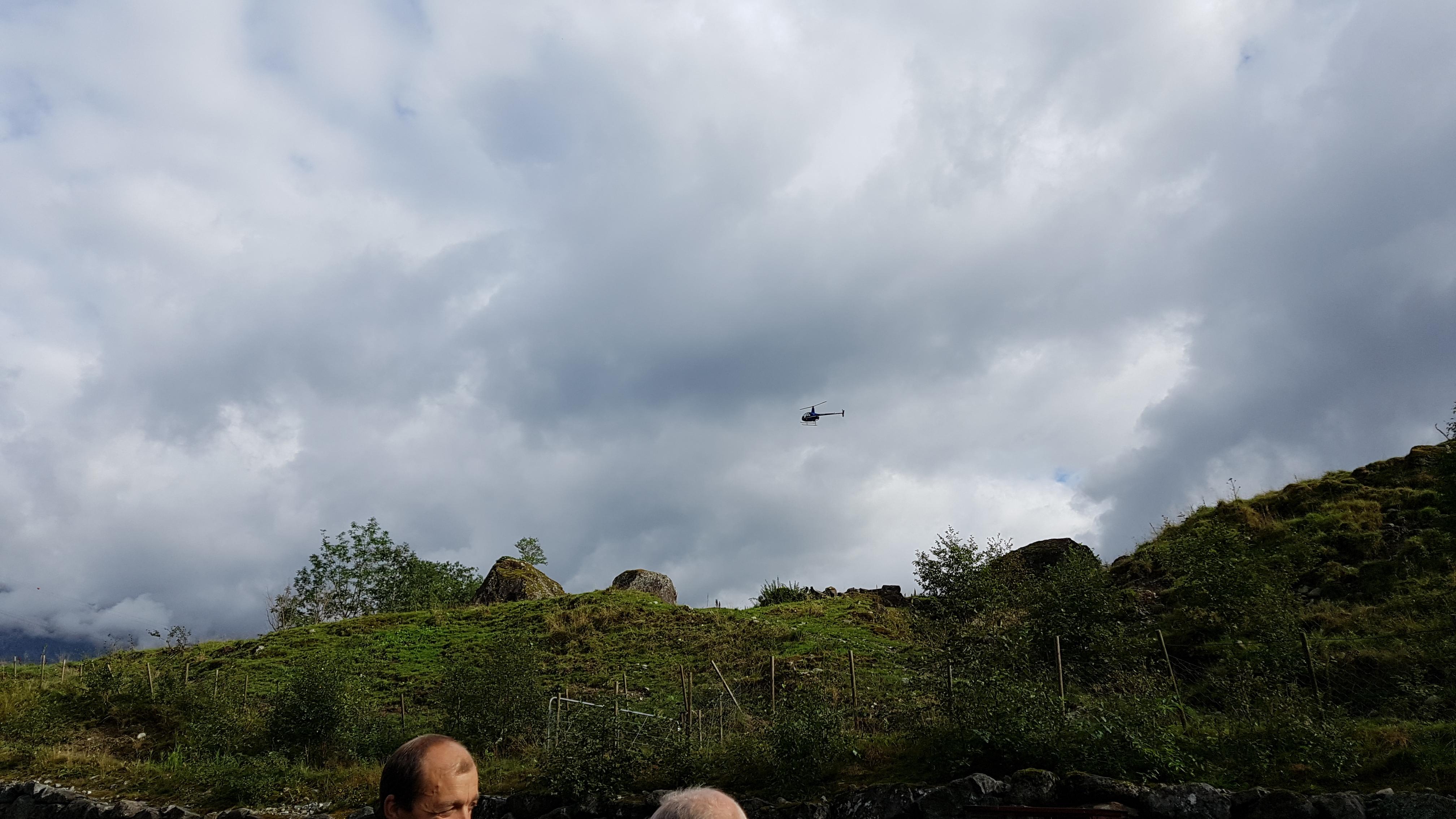 Anders Kjærevik kjem standsmessig til løp i eige helikopter