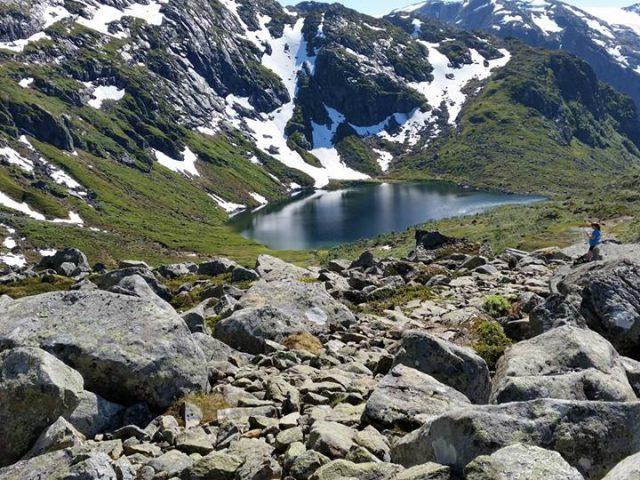 Gjeldfeskaret, utsikt ned mot Botnavatnet, 7 km
